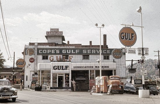 Image showing the front of a Gulf Gas Station during the 1950's.