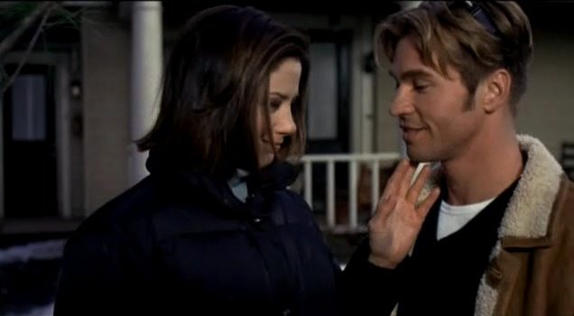Virgil Adamson (Val Kilmer) and his girlfriend in the movie At First Sight